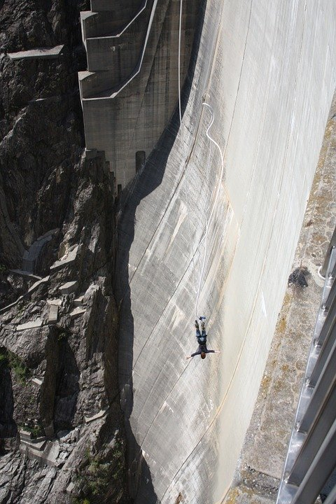 Verzasca Dam bungeejumpen